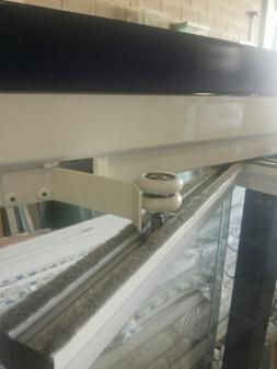 MOLA GUIA EM AÇO INOX DE 120 X 25MM PARA ENVIDRAÇAMENTO DE SACADAS